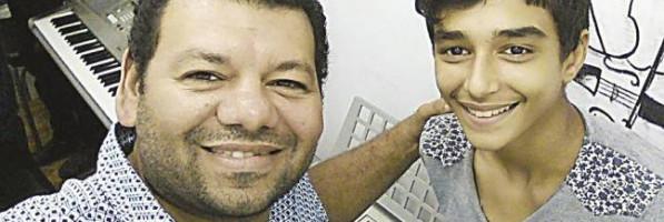 حفيد الشيخ طه الفشنى.. من مسرح المدرسة إلى «ذا فويس كيدز»: الصوت الحلو وراثة (فيتشر)