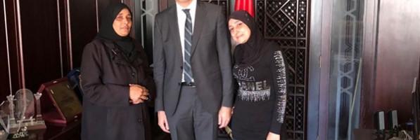 السفارة المصرية في سوريا تخرج عائلتين مصريتين من 'الغوطة الشرقية'